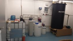 Systém určený pro ředění formaldehydu jehož součástí je změkčení vody AquaSoftener