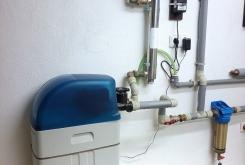 Změkčovač vody AquaSoftener pro rodinný dům + filtr hrubých nečistost a UV lampa pro odstranění bakteríí